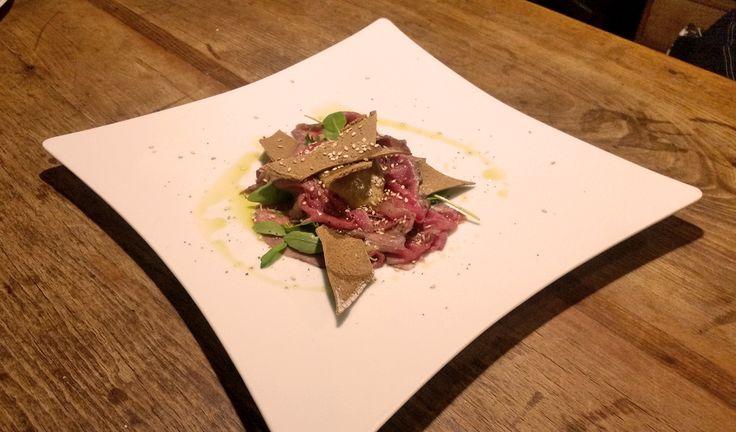 Carpaccio di cervo con zucca marinata e sfoglie integrali - piatto #GIFT