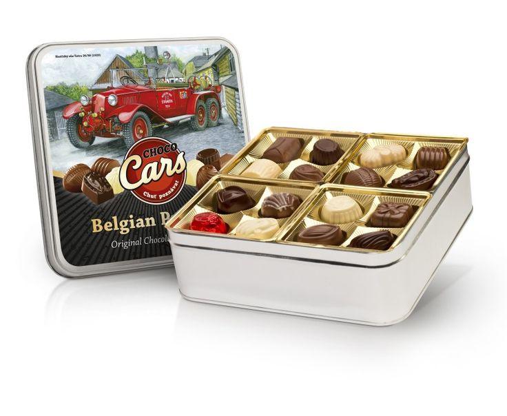 32 ks výborných belgických plněných pralinek (16 ks mléčných pralinek, 8 ks z hořké čokolády, 8 ks z bílé čokolády) v plechové dóze s designem historických automobilů.
