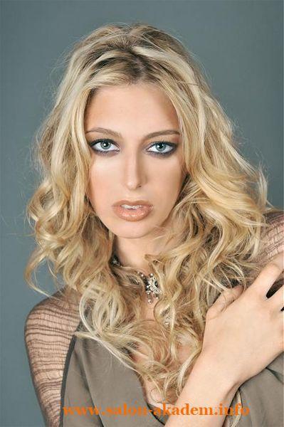 """Каскад на длинные вьющиеся волосы фото #Фото  Вернуться в раздел """"Прическа каскад на вьющиеся и волнистые волосы""""    http://www.salon-akadem.info/kaskad-na-dlinnye-vyushhiesya-volosy-foto.php"""