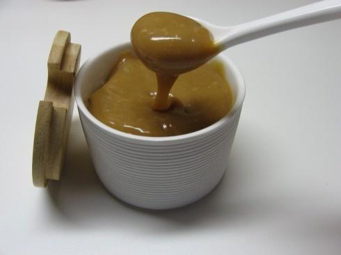 http://oggisimangia.wordpress.com/2012/04/30/salsa-al-caramello-mou-con-caramelle-elah/