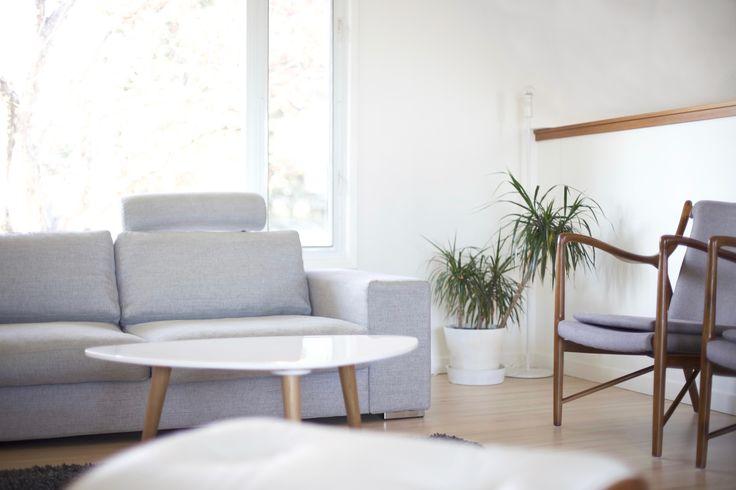 ✖️ Vardagsrum ✖️ Sofa • BoConcept ✖️ Chairs • Finn Juhl • 45 ➕ Shag Rug • Crate & Barrel