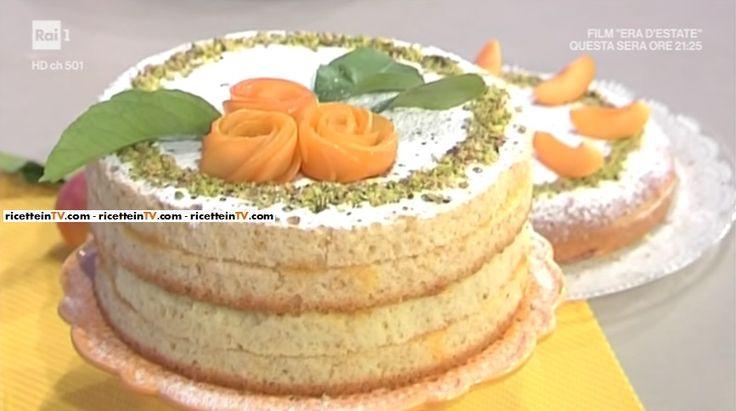 """La ricetta della torta farcita all'albicocca in padella di Natalia Cattelani del 29 maggio 2017, a """"La prova del cuoco""""."""