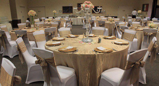AM Linen Rental offers affordable linen tablecloth rentals and chair cover rentals for weddings, corporate meetings, and other events in Dallas and Fort Worth.
