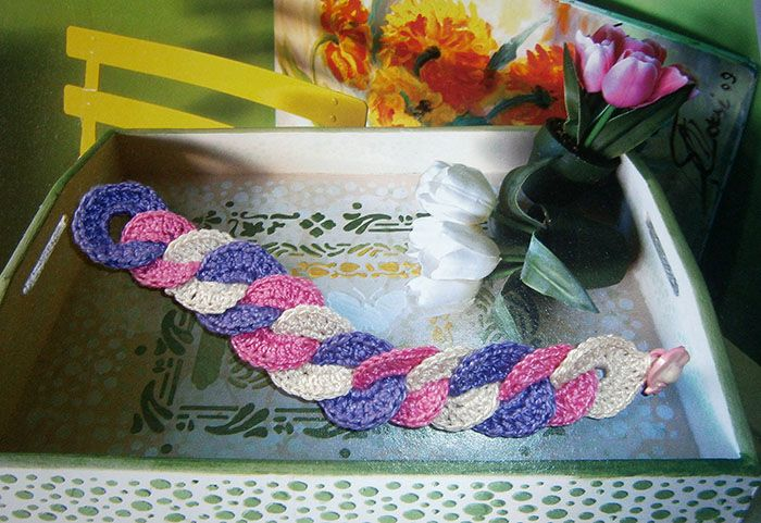 Braccialetto ad anelli intrecciati in tre colori