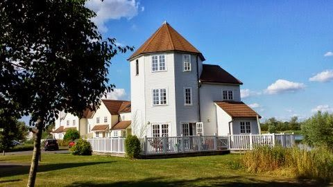 Cotswold Windrush Turret Lodge in Cotswold Water Park