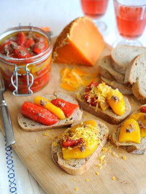 【ELLE a table】アンチョビ風味のパプリカマリネ ミモレットチーズ削りレシピ|エル・オンライン