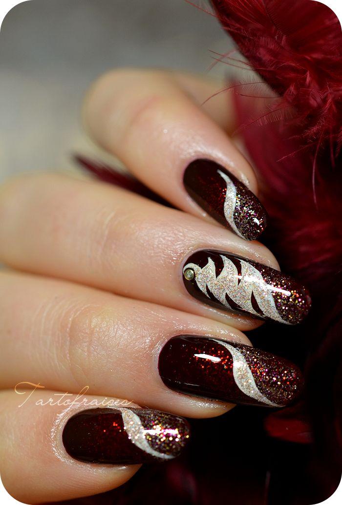 nail art noel sapin abstrait