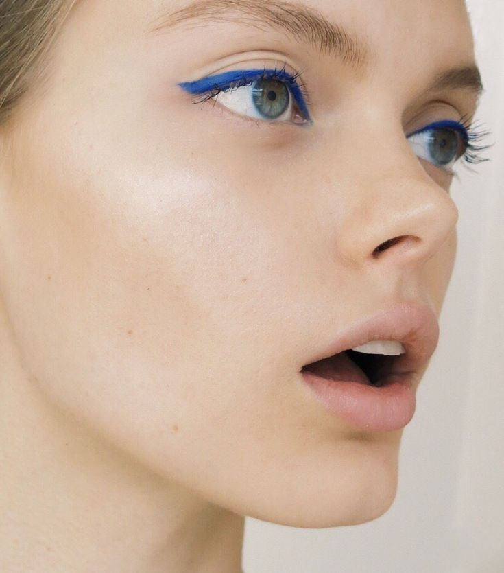 Yes to blue eyeliner ! — the french glow