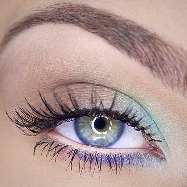 Soft spring make up with blue accents @ katosu