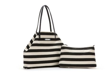 XL beach bag with two reversible handles: exterior in strong colours and striped interior. It includes a zip top interior bag/vanity case and a shoulder strap so that it can be carried.  #Abbacino #Summerinthecity #SS15