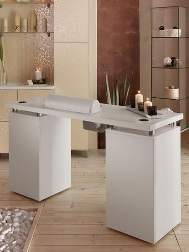 Clean, crisp manicure service table. #equipment #spa #salon                                                                                                                                                      Más