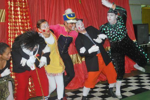 """A arte circense ganha o palco do CEU Água Azul no dia 13 de novembro, a partir das 14h, com o espetáculo """"Circo Alegria, Cômicos e Piruetas"""". A entrada é Catraca Livre."""