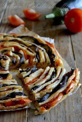 Torta spirale di melanzane e pomodori, una torta salata realizzata con pasta sfoglia melanzane pomodori e prosciutto cotto, semplice da preparare e molto bella da vedere