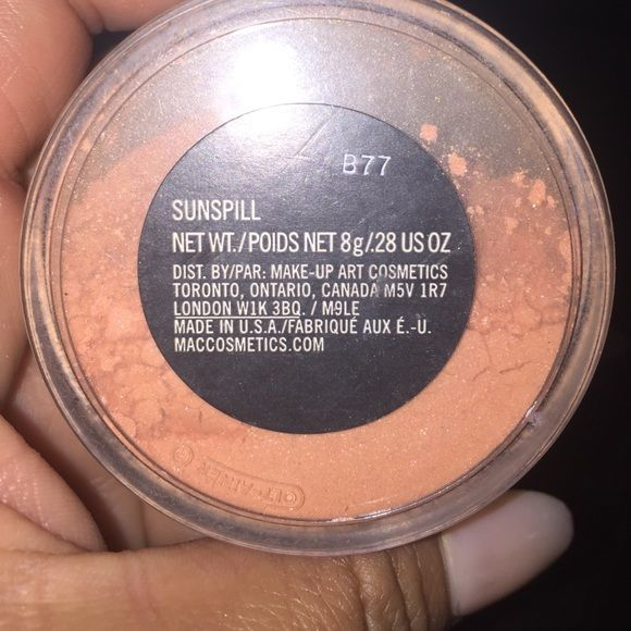 Mac Sunspill powder. Limited Edition powder. Sunspill limited Edition bronze peach loose powder. You will not find this at any store location full loose powder great for the face and body for some bling. MAC Cosmetics Makeup Bronzer