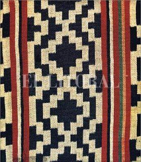 """Detalle de poncho pampa. Punto de poncho con amarrado de urdimbres. (Museo """"José Hernández"""", Buenos Aires). Arqueologia Americana: HERENCIA TEXTIL ANDINA"""