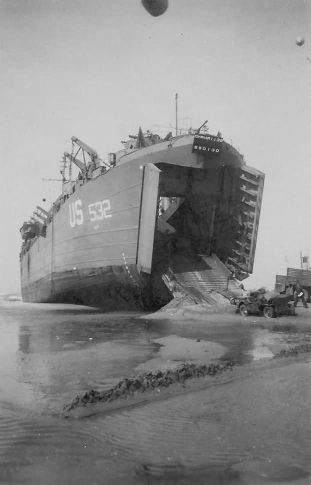 LST_532_Unloads_Jeep_On_Omaha_Beach_D-Day_Normandy_1944 - WAR HISTORY ONLINE