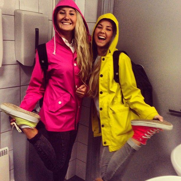 Instagram media by gommo - #rosa #gul #kul #søte #omvendt #sko #regnjakke #moodsofnorway #randome #pink #fashion #raincoat #colors #happyface