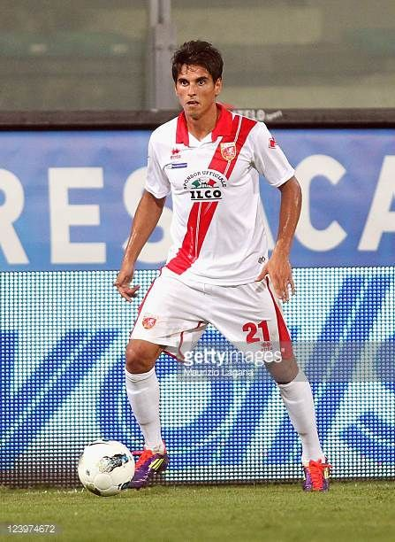 Luis Alfageme of Grosseto runs with the ball during the Serie B match between Reggina Calcio and US Grosseto FC at Stadio Oreste Granillo on...