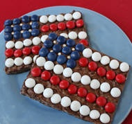 Chocolate Flags are simple crunchy chocolate bars (Im using brownies) decorated with red, white, and blue candies so they resemble the American flag. This is a great candy to make with kids, and these chocolate flags are wonderful party favors or treats for the Fourth of July.