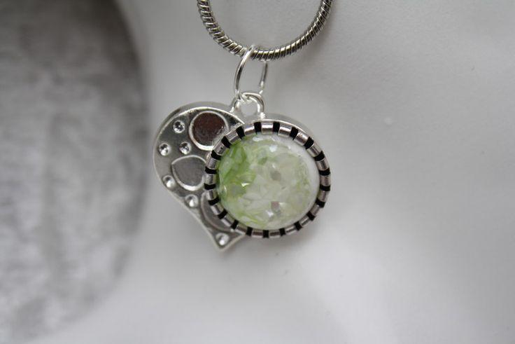Ketten mittellang - Kette Ohrringe grün weiß silber Herz Schmuck       - ein Designerstück von trixies-zauberhafte-Welten bei DaWanda
