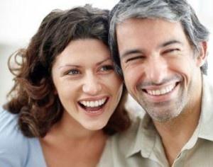 Tips Mengatasi Masalah dalam Hubungan dengan Pasangan Yang Usianya Jauh Lebih TuaPerbedaan usia dalam sebuah hubungan tidak bisa dibilang mudah untuk diatasi. Apakah Anda juga mengalaminya? Saat ini cukup banyak pasangan yang menjalani hubungan asmara dengan perbedaan usia cukup jauh. Perbedaan polapikir dan stigma dari lingkungan menjadi salah satu faktor yang mejadi masalah dalam hubungan cinta beda usia.