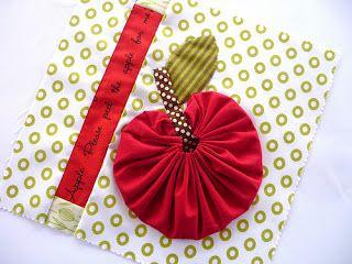 Blue Mountain Daisy: YoYo Sampler Blocks Fun with fabric yo yos: inspiration, patterns, projects and tutorials