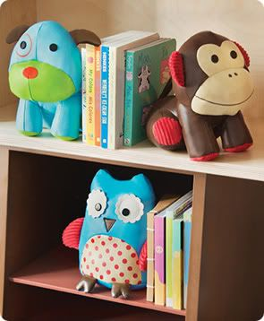 Adorable bookends. These would be SO easy to make! Just fill the bottom of a homemade stuffed animal with sand.