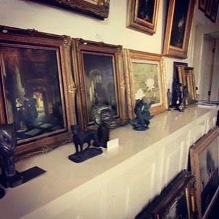 Galerie Wijdemeren is een onderdeel van Kunstkamer Wijdemeren. U kunt bij onze galerie veel meer dan kunst bekijken en kopen. Naast regelmatig terugkomende thema-exposities waar u onze collectie schilderijen kunt bezichtigen, kunt u ook uw eigen kunstwerken, antiek, sieraden en zilver gratis laten taxeren, exclusieve lijsten laten maken en schilderijen laten restaureren. Tevens bemiddelen we in de verkoop van boedel, kunst,  antiek en zilver. Verder zijn er nog meer activiteiten die…