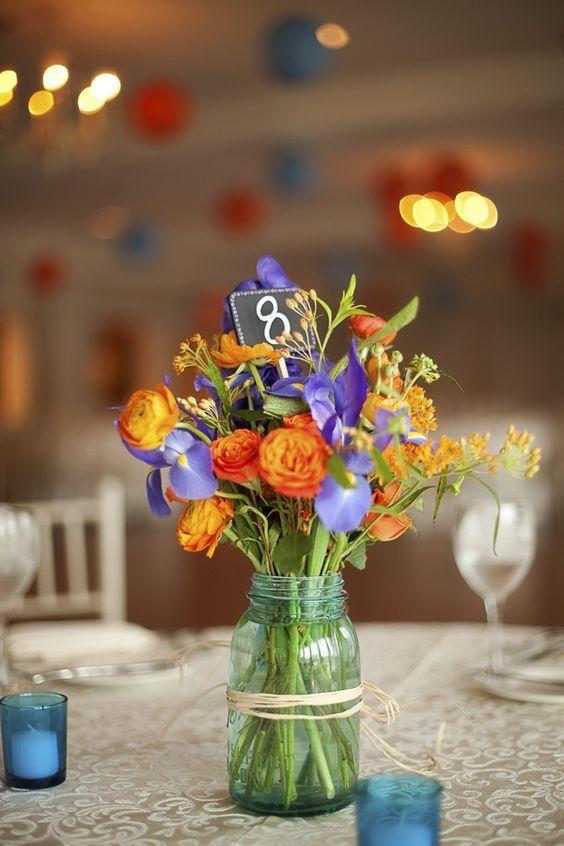 ♥♥♥  Casamento roxo e laranja O roxo traz paz e o laranja traz felicidade. Em uma combinação contrastante, o casamento roxo e laranja é uma ótima pedida pra quem curte misturar! http://www.casareumbarato.com.br/casamento-roxo-e-laranja/
