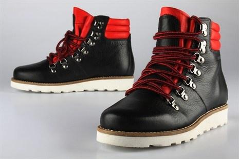 Pene støvler fra Ten Points. Produsert i sort og rødt lær med kratig yttersåle av gummi. Disse støvlene puster retro!