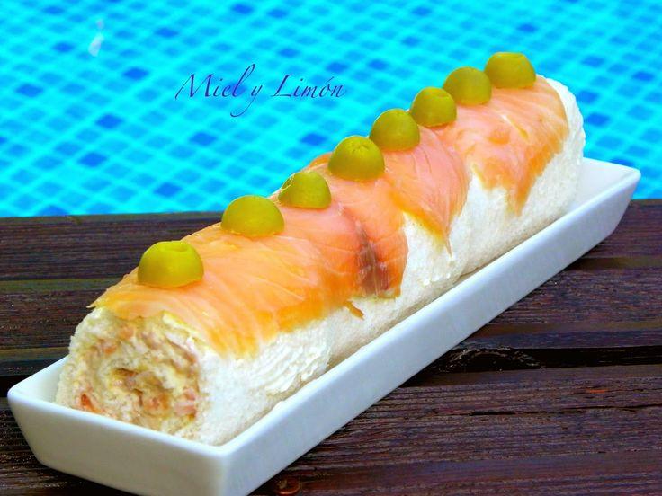Miel y Limón : ROLLO de SALMÓN - La plancha para el brazo de gitano se prepara con  pan de molde normal