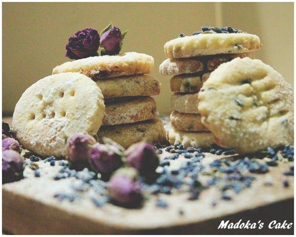 biscotti sablée di riso ai fiori lavanda e rosa Flour rice cookies with lavander flowers and rose flowers
