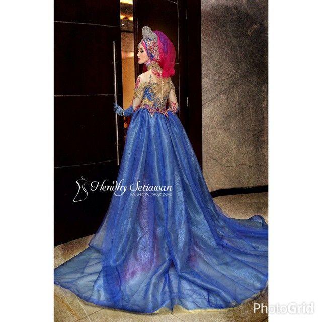 Rias @abhi_khamim  Model @ayumaulida97  Photo @ilalangportraiture  Kebaya @hendhysetiawan . . . ***kebaya bisa disewa*** #kebaya #kebayapengantin #photo #photographer #kebayaresepsi #hendhysetiawan #wedding #pengantin #bride #designer #fashion #hijab #prewedding #resepsi #pernikahan #perkawinan #gown #sewakebaya