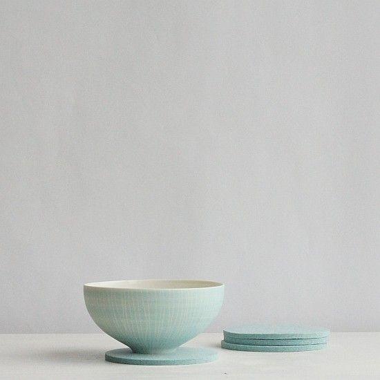 Bowl von Anna Sykora und Filzuntersetzer eisblau