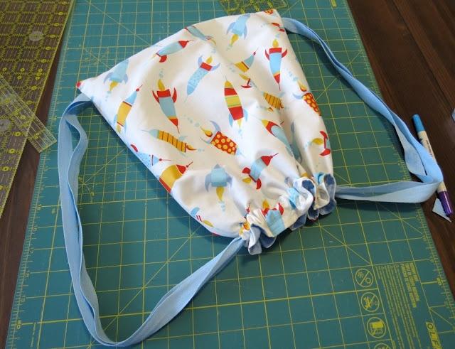 Tutorial. Bolsita de merienda: Totetori, Cute Backpacks, Sewing Projects, Drawstring Backpacks, Sweet Bees, Labs Puppies, Drawstring Bags, Sewing Tutorials, Bees Buzz