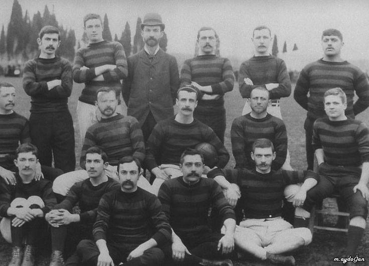 """Türkiyede kurulan en eski futbol takımı izmirde kurulmuşdur. 1894 yılında izmir bornova (Bournabat) Futbol ve Rugby Kulübü"""", ilk kurucular arasında, zimir li soylu laventen ailelerinde La Fontaine,Whithall ,Giraud aileleri vs sayılabilir."""