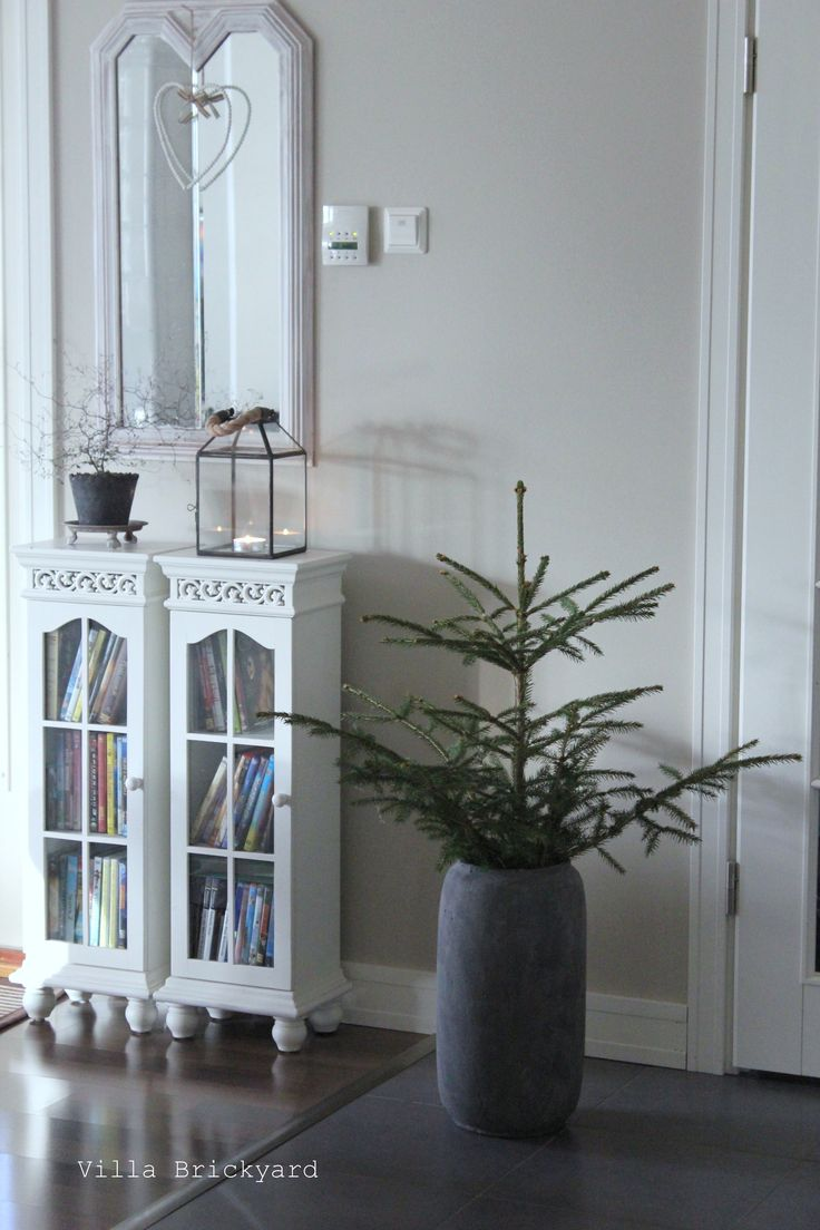 Spruce in our living room. Villa Brickyard photos.