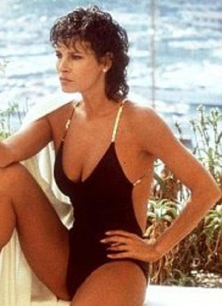 Raquel Welch Bikini Pics  Hot Body, Swimsuit, And Beach -9652