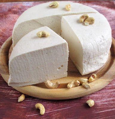 """Tejmentes hamis """"Gomolya sajt""""elkészült az első növényi sajtom .további növényi tej receptek itt. Vegital Rainbow géppel készült a tejhelyettesítő, majd a fermentálóval a """"tejföl,"""" és végül a sajt.rántott sajt is készült,sajtdarálóval reszelhető illetve darálható.és elolvad a sajt.A gépeket,"""