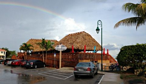 Cape Coral Restaurants - Great waterfront dining at Boathouse Tiki Bar and Grill!