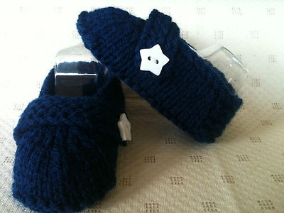 Boy baby booties with White Star buttons. Soles measure 10cm.