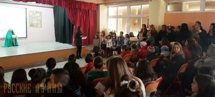 Дети беженцев и греки празднуют Рождество http://feedproxy.google.com/~r/russianathens/~3/tMmZtRzxrAM/19773-deti-bezhentsev-i-greki-prazdnuyut-rozhdestvo.html  Для детей, национальность не имеет значения. И праздники - это лучший способ, чтобы подтвердить столь очевидную истину. Беженцы и греческие дети в канун Рождества обменялись «калядками» на своих родных языках в школе, где им предстоит учиться вместе.