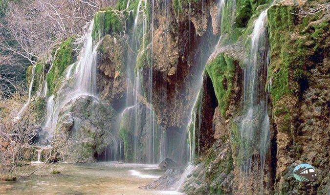 Las 10 Cascadas Más Espectaculares De España Rutas Por España 5 Nacimiento Del Río Cuervo Cuenca Cascadas Orbaneja Del Castillo España