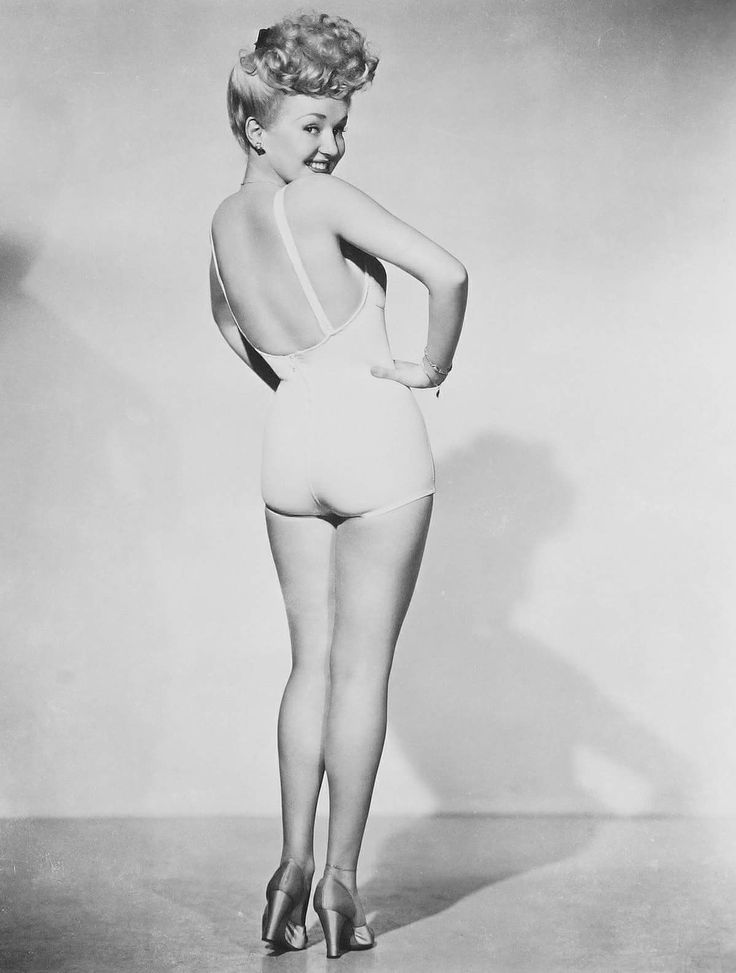 Remembering Betty Grable who died on July 2, 1973 aged 56 RIP Photo: Iconic image of Grable taken in 1943 by Frank Powolny. This photo became most famous during World War II and held a prominent place in the hearts of America's enlisted men. https://en.m.wikipedia.org/wiki/Betty_Grable