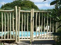 Les 25 meilleures id es concernant portillon bois sur for Barriere de securite piscine castorama