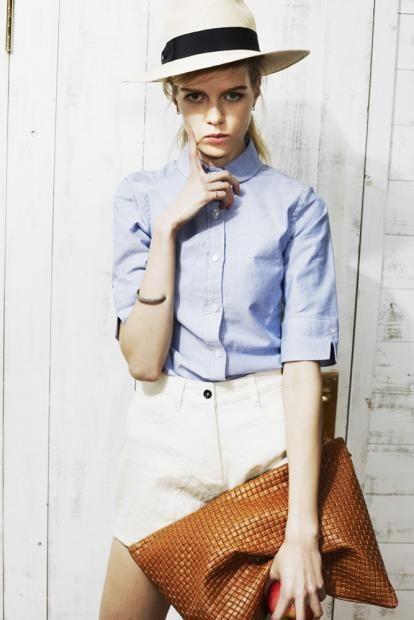 shirt ¥23,500 shorts ¥27,000 hat ¥15,000 clutch ¥38,000