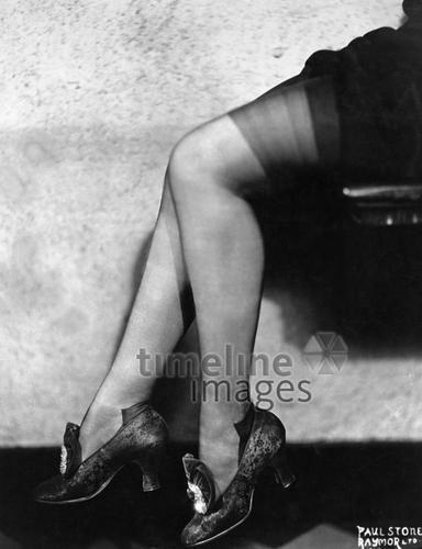 Strumpfmode, 1928 Timeline Classics/Timeline Images #20er #black #white #schwarz #weiß #Fotografie #photography #historisch #historical #traditional #traditionell #retro #vintage #nostalgic #Nostalgie #Schuhe #shoes #Schuhmode #Damenschuh #Frauenschuh #Damenmode #Frauenmode #Stil #Strumpfmode #Strumpfhosen