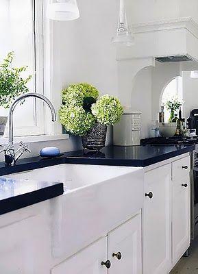 black+white kitchen