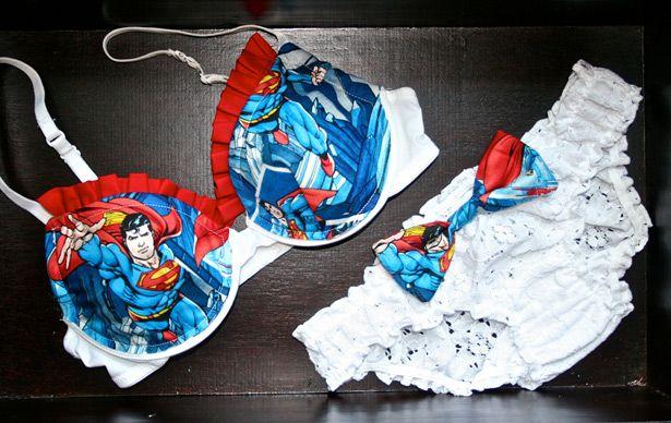 Sexy juego de sostén y panties al estilo Superman