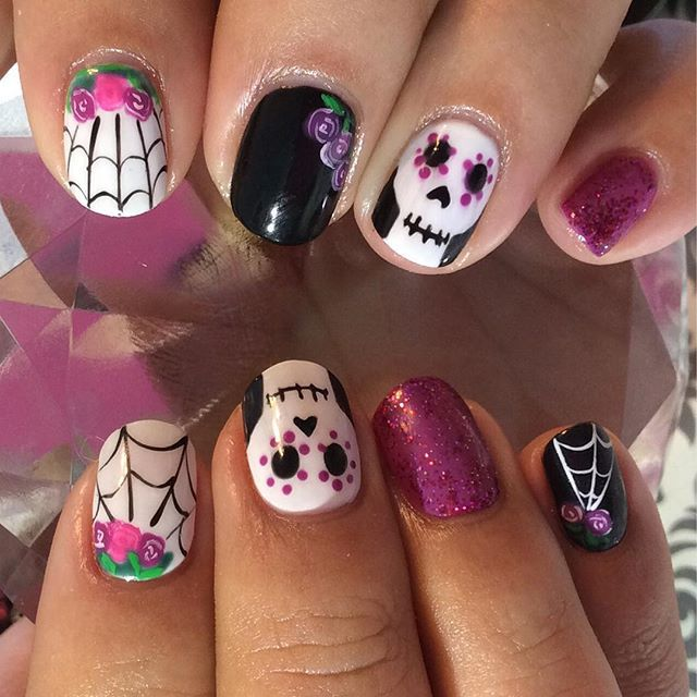 Pick your favorite nail art design and impress your friends this coming  Halloween! - Best 25+ Sugar Skull Nails Ideas On Pinterest Skull Nail Designs